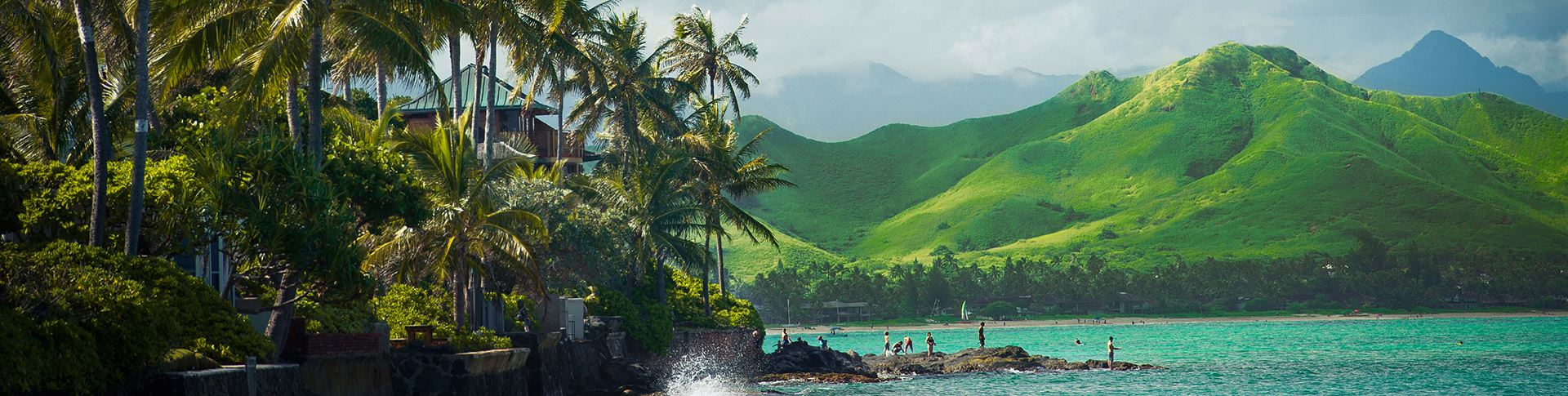 hawaii ocean and lush green mountains